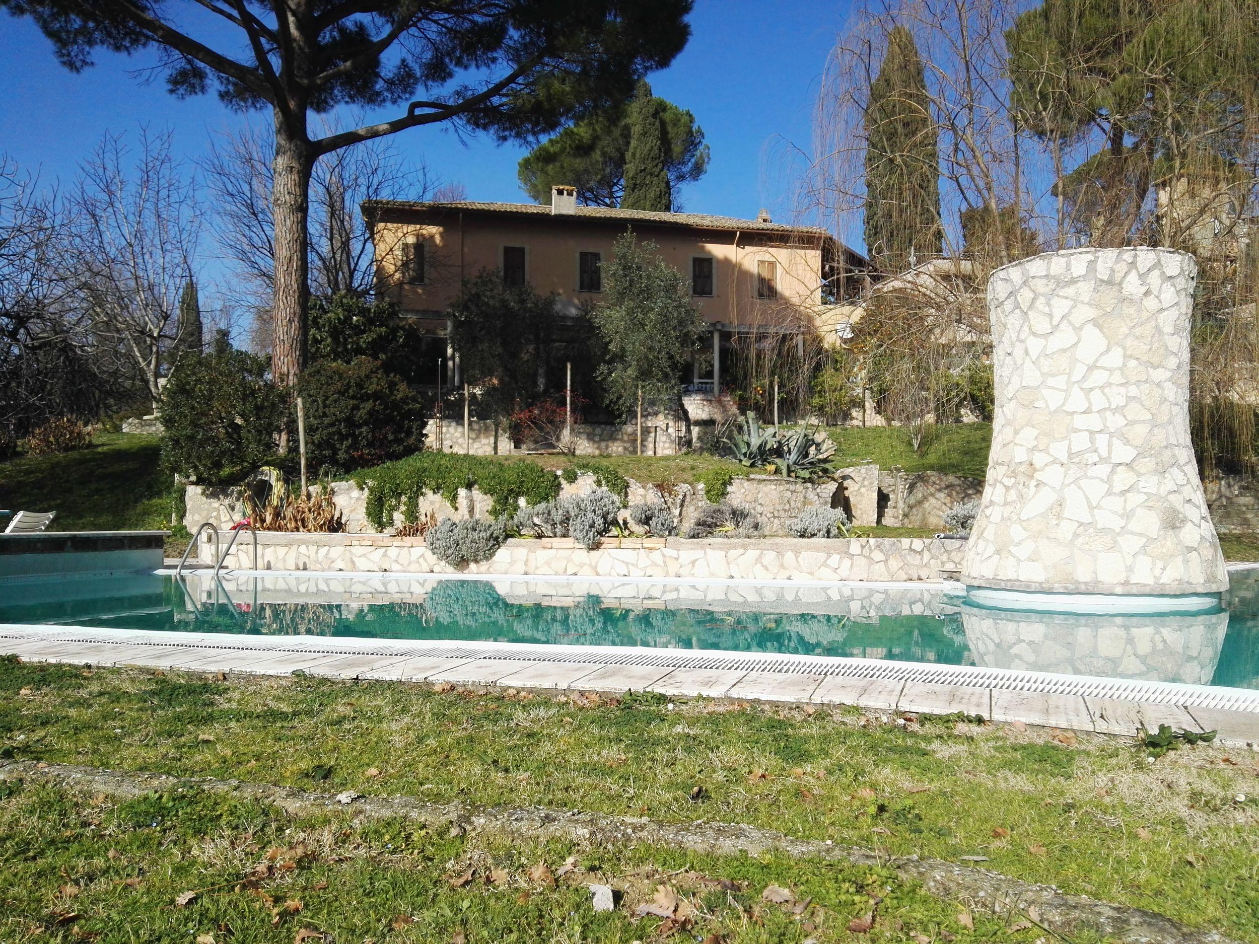 Indagini conoscitive finalizzate ad interventi di consolidamento per l'edificio di V. Fontegrotti Civ. 8,Poggio Catino (Rieti)